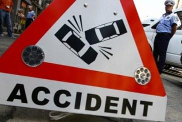 Cluj: Femeie ranita de o autospeciala de Politie proiectata de pe trotuar de un alt autovehicul
