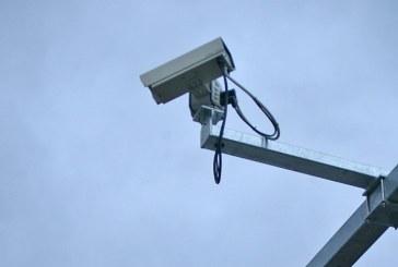 Coltau: A fost prins dupa ce a furat o camera de supraveghere