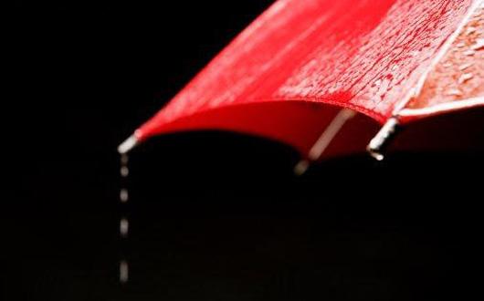 umbrela-rosie-ploaie-suklaatjakahvia-blogspot-com