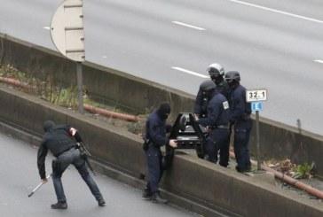 "Franta: 10.000 de militari mobilizati pentru in ""punctele slabe"""