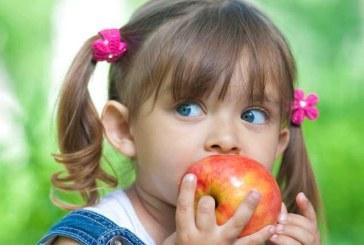 Romanii identifica stilul de viata sanatos cu consumul de fructe si legume