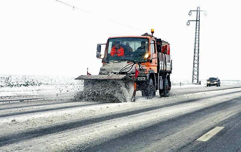 masina deszapezire drum zapada ninsoare