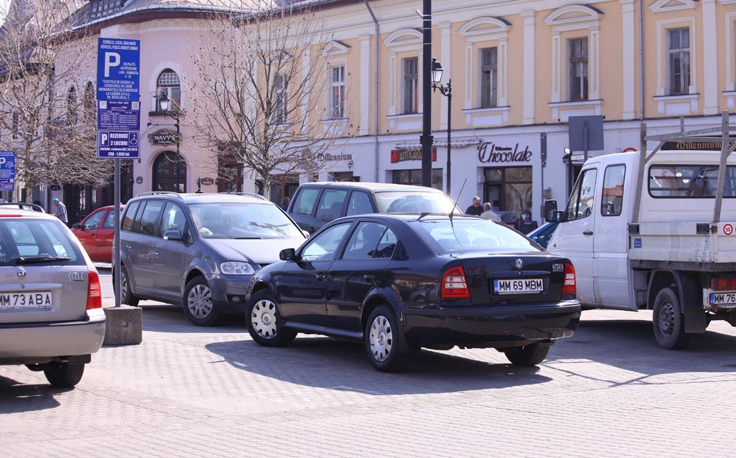 masina-primariei-baia-mare-parcata-pe-locurile-pentru-handicapati