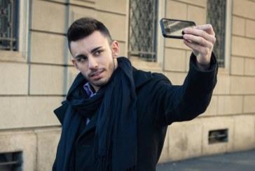 Barbatii care publica multe selfie-uri au trasaturi de personalitate similare psihopatilor