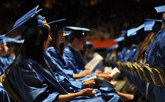 Studentii primesc bursa si in vacanta de vara. Ce salarii mai cresc