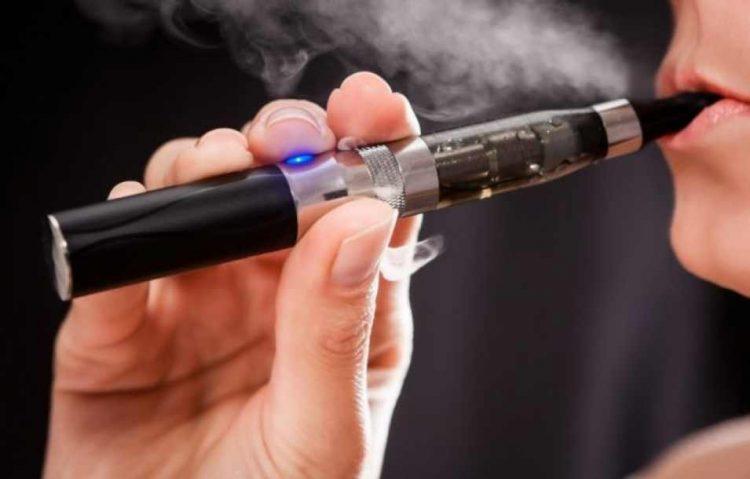 SUA anunta primul deces provocat de valul de imbolnaviri asociate tigaretelor electronice