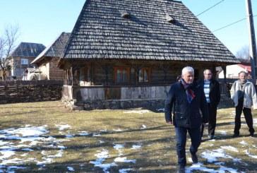 Anton Rohian vrea sa salveze arhitectura traditionala din Maramures si Bucovina