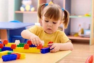 Copiii institutionalizati, mai expusi dezvoltarii unui comportament similar autismului