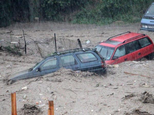 inundatii-in-bulgaria-zeci-de-romani-blocati-in-statiunile-din-bulgaria-125167-1