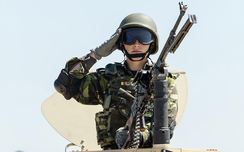 militar salut onor armata tanc