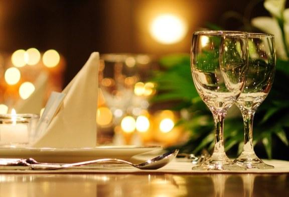 2% dintre romani iau masa in oras zilnic