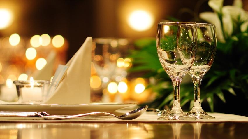 restaurant_table_fotolia_66122000