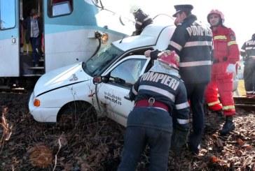 Masina lovita de tren in Baia Mare. Soferul a murit