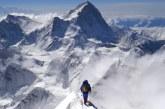 China a suspendat expediţiile pe Everest de pe teritoriul său