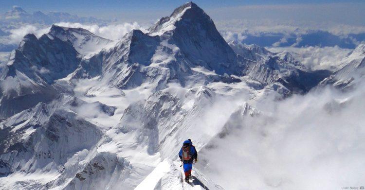 China va curata Everestul de cadavrele alpinistilor care au murit la peste 8.000 de metri altitudine