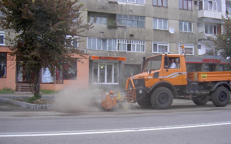 masina curatat drum baia mare drusal salubrizare