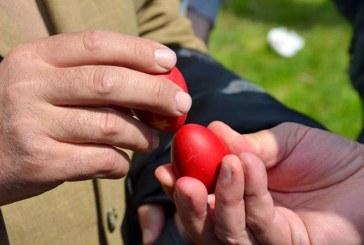 Reteta si traditii: Cele mai frumoase oua rosii din Maramures pentru Sfintele Pasti
