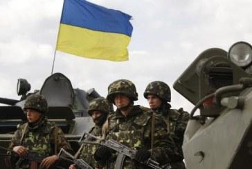 Zece militari ucraineni raniti, adusi in Romania pentru tratament