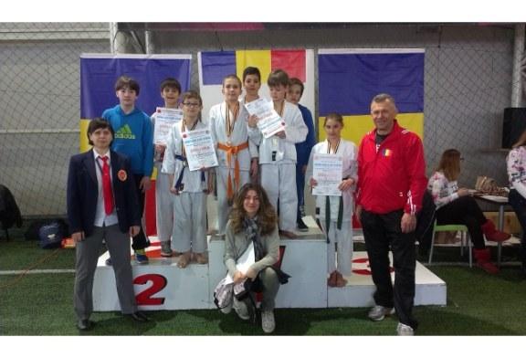 Aur si argint pentru copiii sprijiniti de HHC Romania, la Campionatul National de Karate Shotokan