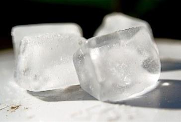 De ce se formeaza tepi pe cuburile de gheata pe care le scoti din congelator