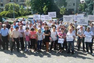 Peste 100 de persoane la protestul anti-Ponta din Baia Mare (FOTO)