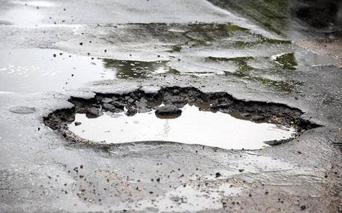 Baimarenii se revolta: Bulevardele din oras, pline de cratere