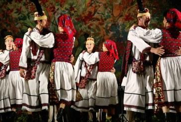 Sarbatori Pascale: Ansamblul Folcloric National Transilvania aduce Maramuresul in casele romanilor
