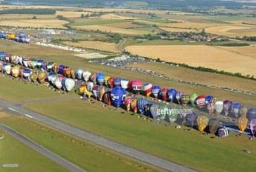 Franta: Record mondial de baloane cu aer cald ridicate in linie de la sol