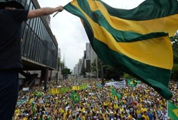 Brazilia: Sute de mii de persoane au iesit in strada pentru a cere demisia presedintei