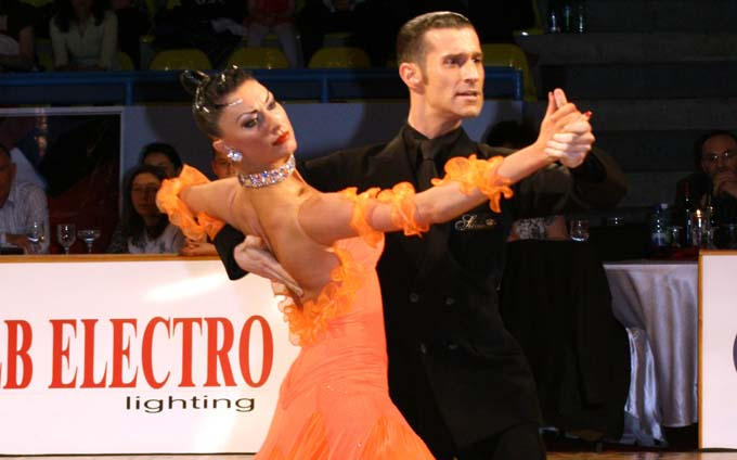 Multipla campioana mondiala Silvia Pitton preda lectii la Prodance 2000