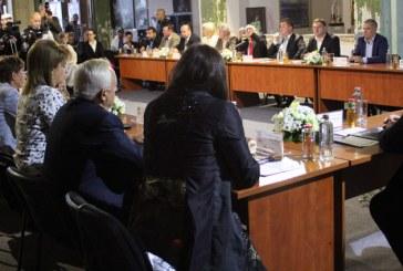 Sedinta festiva a Consiliului Local in Cinematograful Minerul (FOTO)