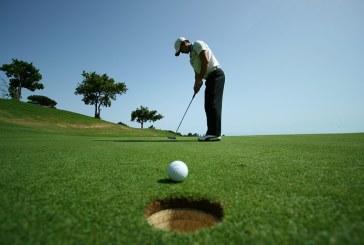 Un american a ajuns milionar strangand mingi de golf din apa