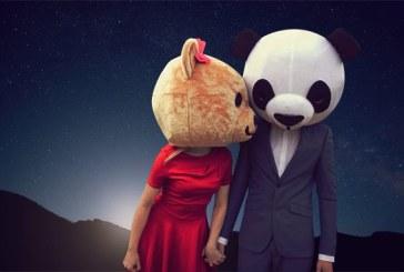 Teddy Bear si DJ Moonsound se pregatesc sa faca show, in pub-ul La Moustache