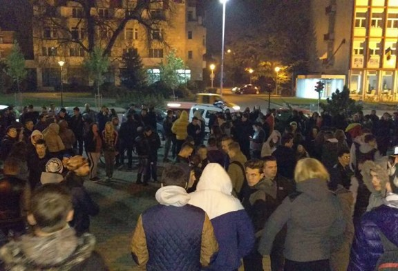 Protest: Tinerii baimareni au iesit joi seara din nou in strada