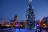 Iluminatul de Sarbatori a fost pornit in Baia Mare. 80.000 de LED-uri pe doi pomi de Craciun