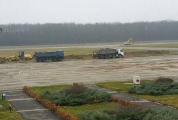 Primele utilaje lucreaza la reabilitarea pistei Aeroportului Baia Mare
