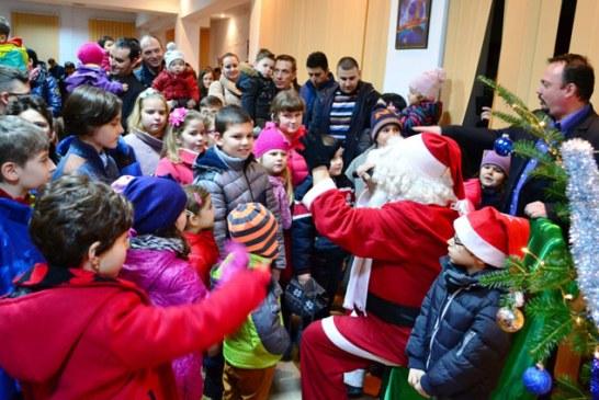 Jandarmii maramureseni le-au oferit cadouri copiilor din Casa de tip familial nr. 2 Baia Mare