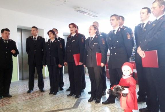 Copiii internati la Spitalul Judetean Baia Mare, colindati de corul ISU Maramures