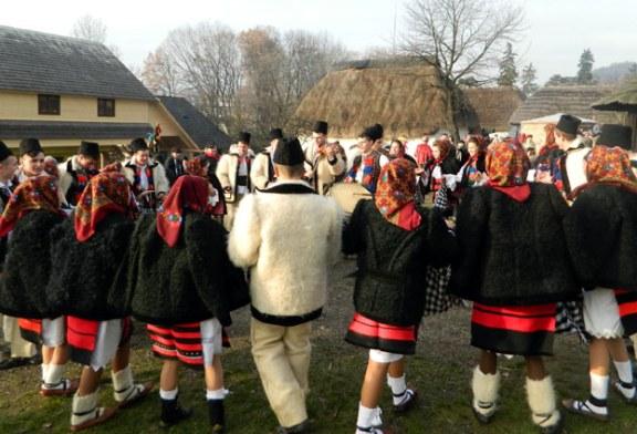 """Sapte primarii vor prezenta obiceiuri si traditii de iarna la a VIII-a editie a sarbatorii """"Craciun in Maramures"""" (VIDEO)"""