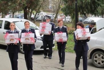 Politistii maramureseni s-au transformat in Mos Nicolae pentru copiii de la Spitalul de  Pneumoftiziologie
