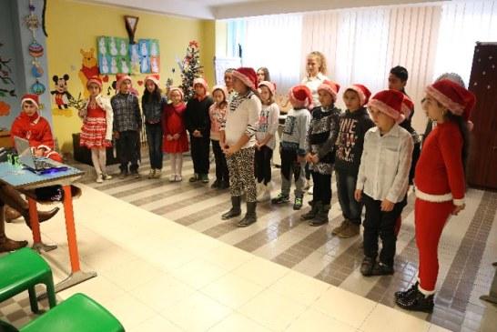 Cu sacul plin de cadouri, Mos Craciun a ajuns la copiii de la Somaschi (VIDEO)