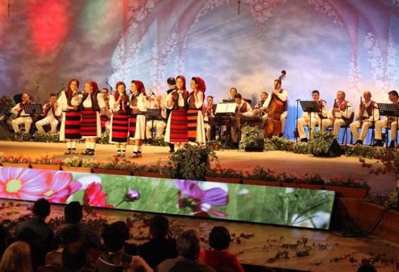 """Doua spectacole de Craciun oferite de Ansamblul Folcloric National """"Transilvania"""""""