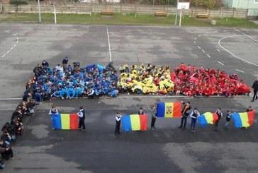 "Un steag uman al Romaniei, realizat de elevii Scolii ""Lucian Blaga"" din Baia Mare (FOTO)"