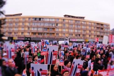 """Baia Mare: Autoritatile norvegiene, """"luate la rost"""". Peste 1.000 de oameni, in strada"""