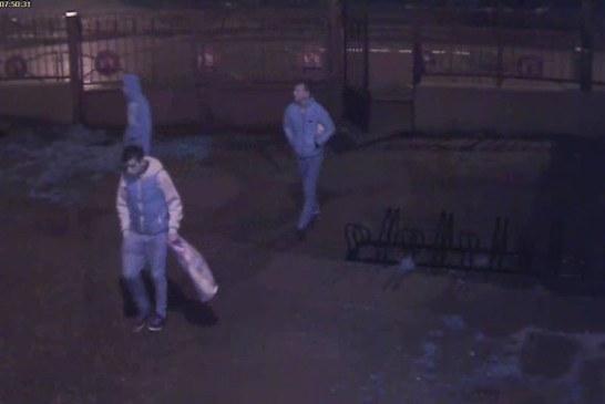 Chioscurile din incinta Liceului Sportiv Baia Mare, sparte de trei tineri (VIDEO)