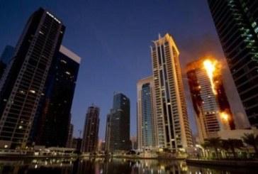 Dubai: Un fotograf s-a atarnat in gol pentru a scapa de incendiul urias