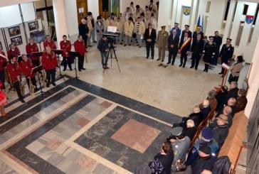 Maramuresenii au incins Hora Unirii in holul Palatului Administrativ