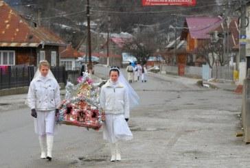 """""""Viflaimul"""" – traditia de Craciun nelipsita din zona Transilvaniei. Jocul """"Mosilor""""-pe ulitele din Maramures"""