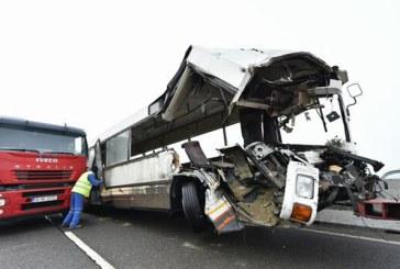 Prahova: Peste 30 de persoane implicate intr-un grav accident rutier