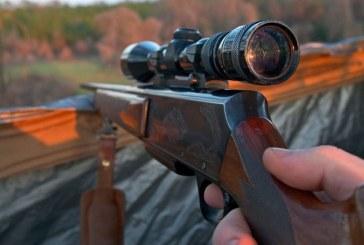 Perchezitii domiciliare in Borsa: Arma, produse pirotehnice si trofee ridicate de politisti